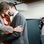 Có nên thuê dịch vụ thám tử điều tra theo dõi chồng ngoại tình?